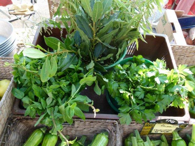 Riviera kitchen organic market in a parking lot for Home salon saint laurent du var
