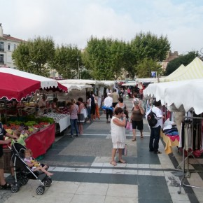 """Hyeres """"Farmers"""" Market"""